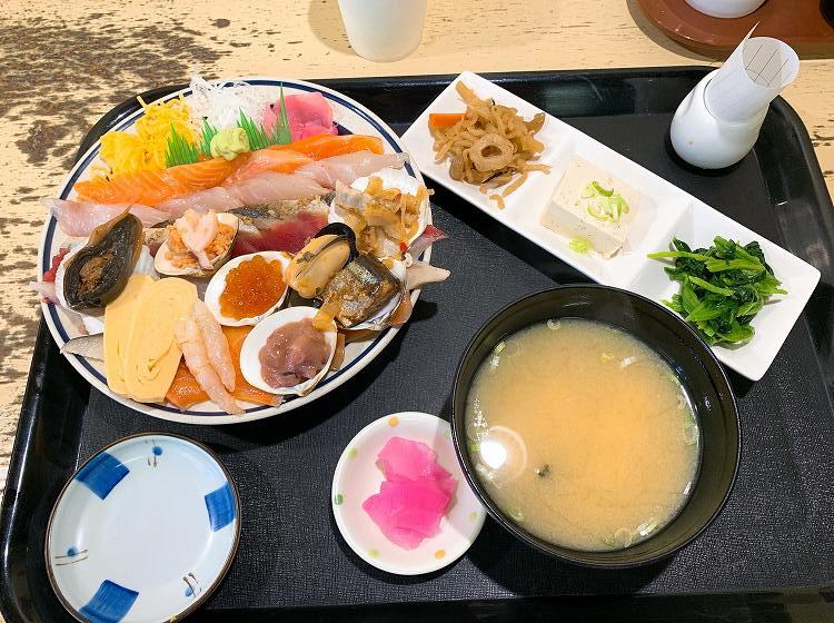 みゆきちゃん定食の海鮮丼定食