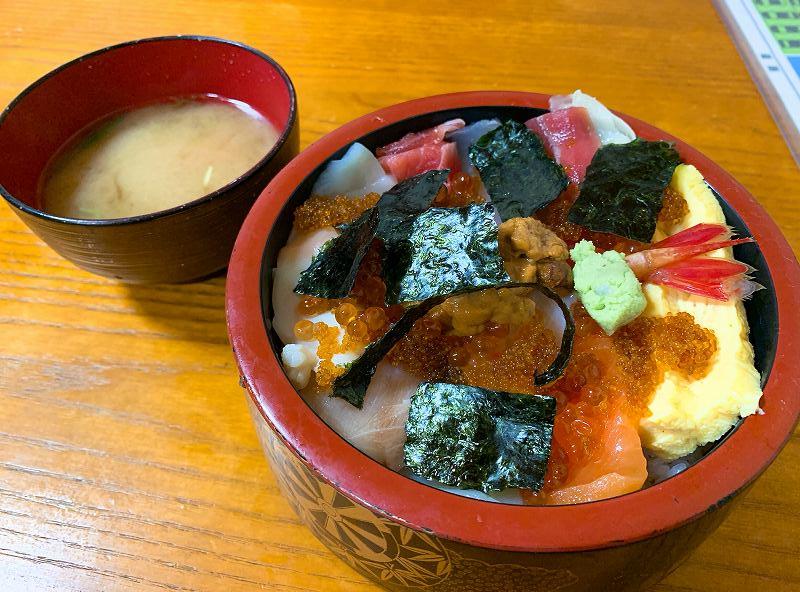 とも恵寿司の特上ちらし
